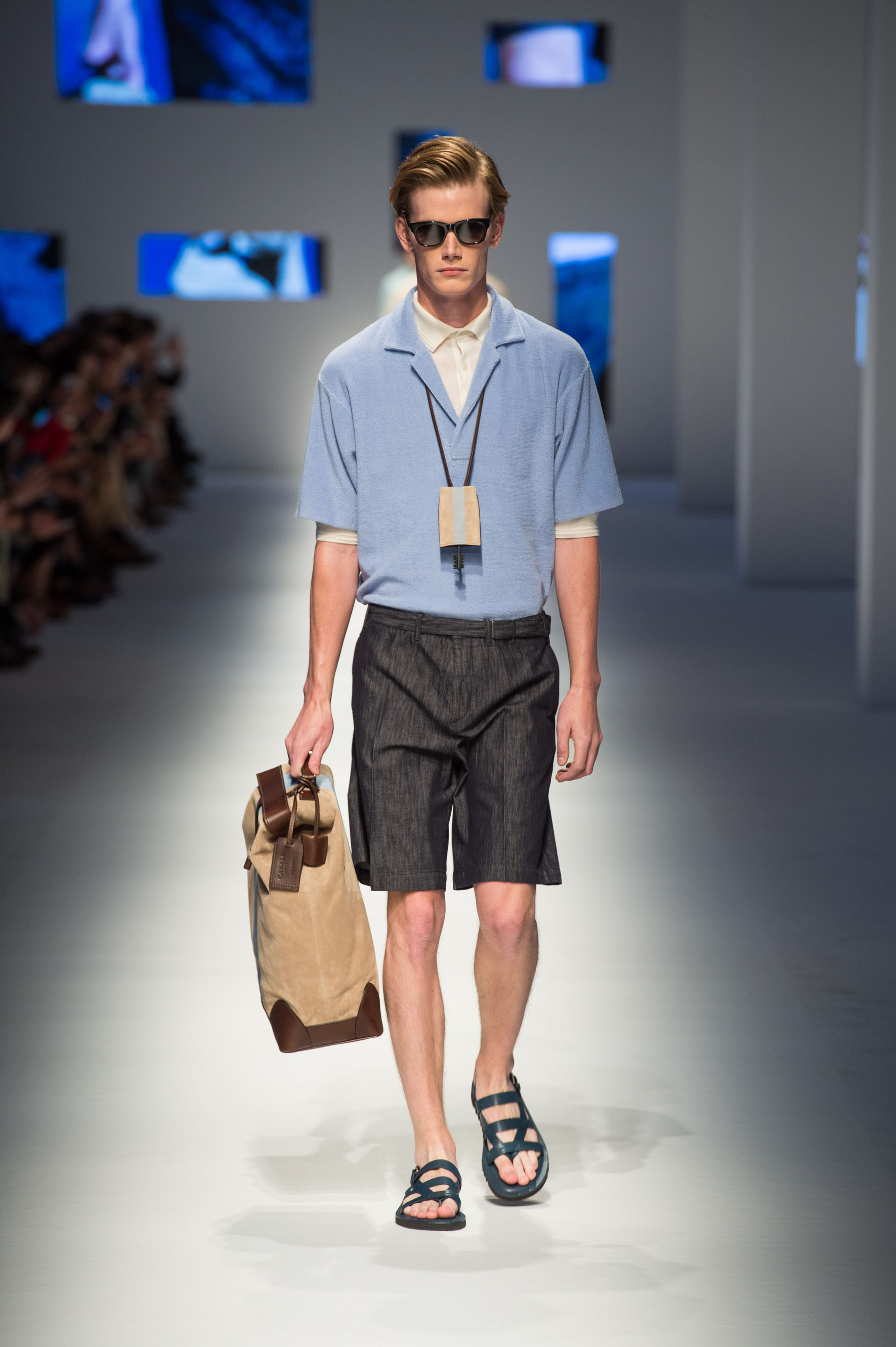 Polo in cotton with terry effect, cotton-silk shorts, calfskin sandals, key holder, suede holdall with contrast stripe