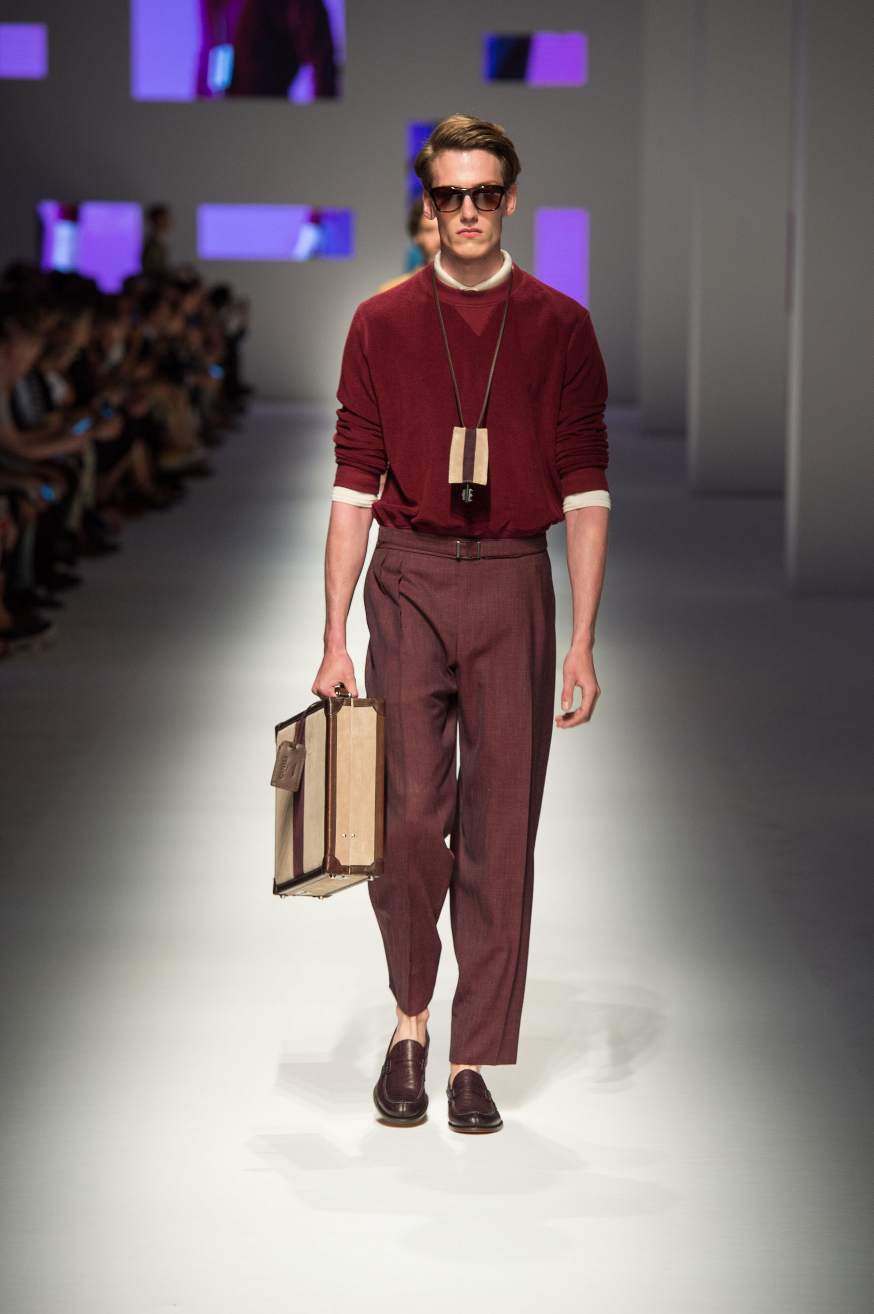 Shirt in cotton with terry effect, wool-silk-linen pants, crocodile loafaers, briefcase with contrast color stripe