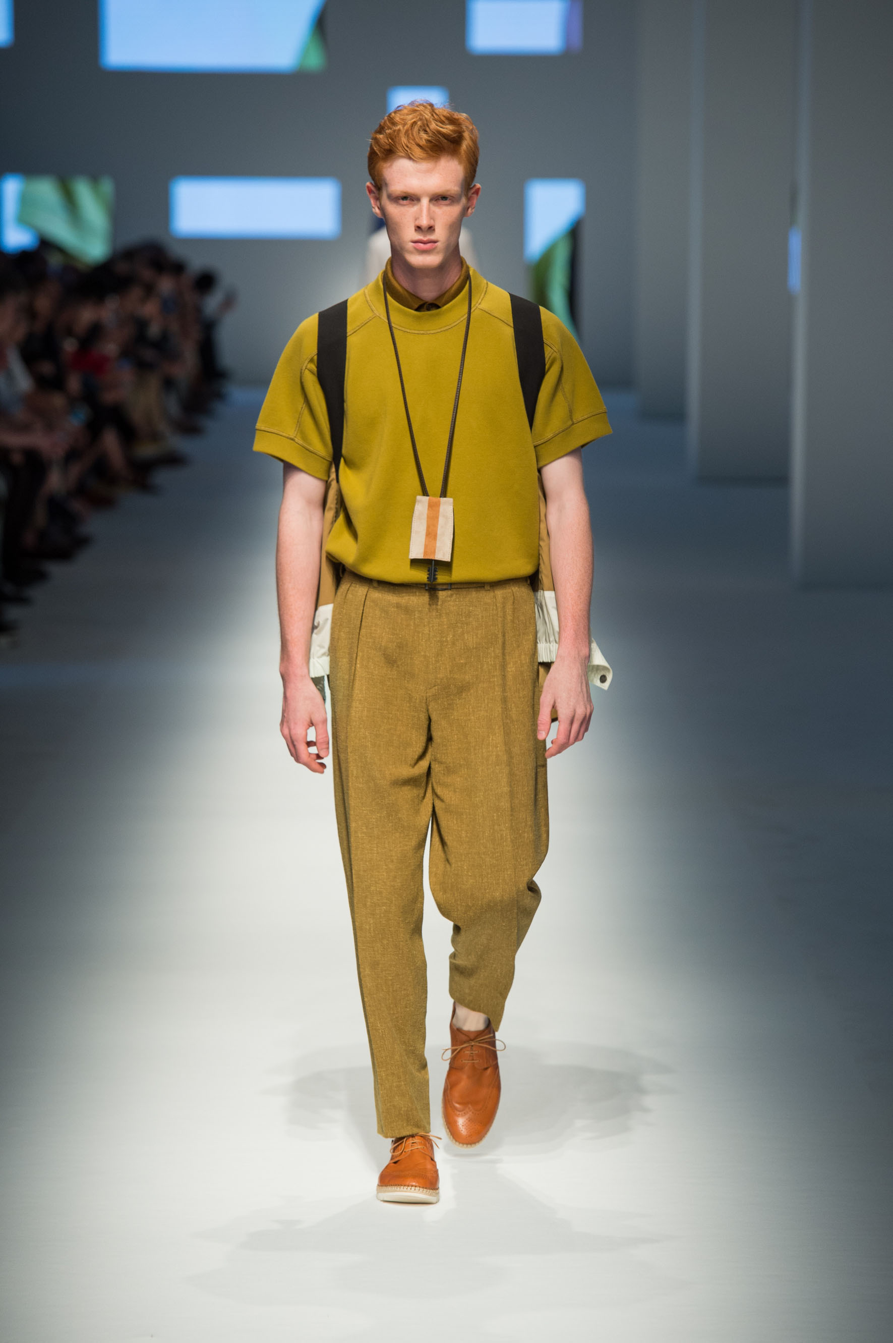 Bomber jacket with backpack straps, pants in wool-linen-silk with terry effect, pure cotton shirt, calfskin espadrilles
