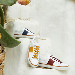 sneakers bianche e colorate