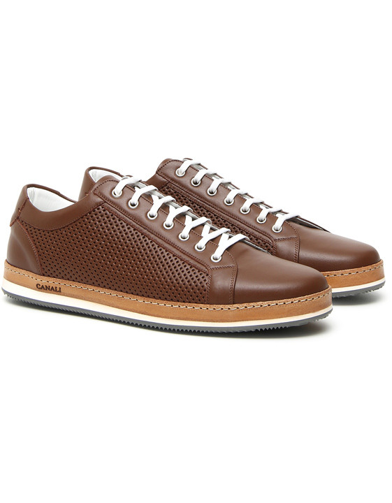 Brown leather low-top sneakers with perforated inserts