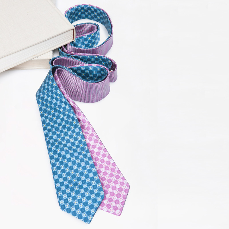One accessory, two looks – discover our selection of reversible ties
